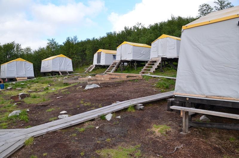 домики персонала палаточный лагерь на реке Йоканьга