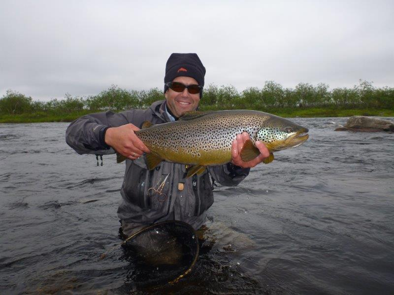 Picture-11-Tom-with-nice-49-kg-Trout