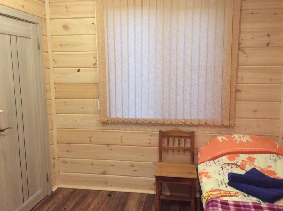 рыбалка на Поное лагерь Пача. Новый коттедж. Веранда, прихожая, комтана, душ и туалет. Все очень качественно.